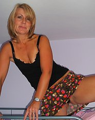 Sexy Hot Older MILF gal