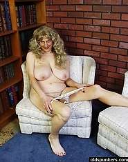 Granny hot for cock shows pussy spread