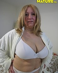 Big titted housewife showing her goodies