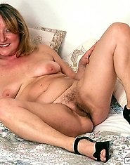 Mature babe spreading legs to show her twat