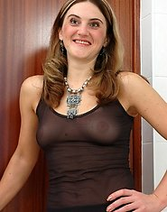 Lusty milf plays a peek freak and gives a jerking off guy something better