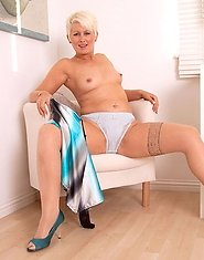 Hot Anilos cougar Sally Taylor spreads her mature pink pussy wide open