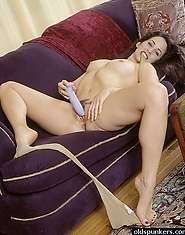 Kinky granny loves toying with her slit