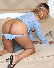 Hot mature ebony housewife ready for cock