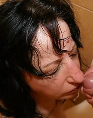 This mature toilet slut gets a big mouth full