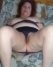 Chunky mature hussy showing off her body